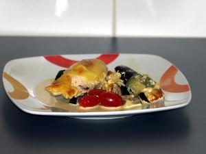 Wat vindt u een keer van een gegratineerde kipfilet in roomsaus uit de oven?