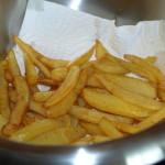 Zelfgemaakte frieten/patatten zijn eenvoudig te maken en u weet wat u en uw familie eet