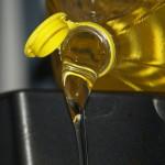 U kunt beter de gebruikte olie niet aanvullen met nieuwe frituurolie. Indien nodig ververs de olie (bijvoorbeeld met arachideolie) in zijn geheel.