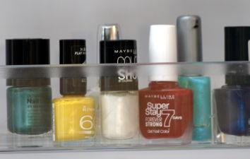Wist u, dat uw nagellak voor een langere periode continue vloeibaar blijft en bovendien gemakkelijker op te brengen is, indien u hem in de koelkast bewaard.