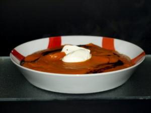 In de herfst is het een echte verrijking op de eettafel – een fijne pompoensoep, gemaakt van een Hokkaido-pompoen.