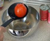 IJswater zorgt ervoor dat het temperatuurverschil hoog is, waardoor de tomaatschrikt.
