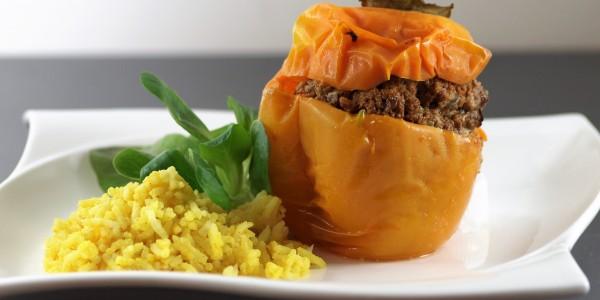 gevulde paprika met gehakt kunt u met rijst of aardappel serveren
