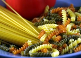Pasta, macaroni, spaghetti koken is in principe heel gemakkelijk, maar als het niet met zorg gedaan wordt, kan het toch mislukken