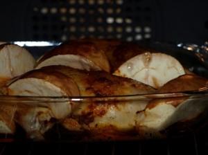 Het moet niet altijd kipfilet zijn, ook met de goedkopere kippenbouten kunt u een lekker menu toveren.