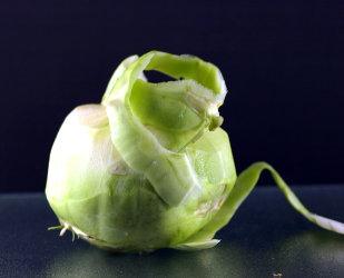 koolrabi is rijk aan vitamine C, een bron van vezel en kalium. Ze is een goede leverancier van bouwstoffen zoals vitamine B en magnesium.