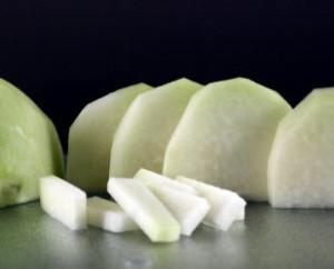 Koolrabi is een groente, die gekookt, heel goed harmonieert met andere ingrediënten.
