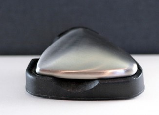 Het knoflookgeur of uiengeur kunt u het beste met behulp van roestvrij staal van uw handen verwijderen