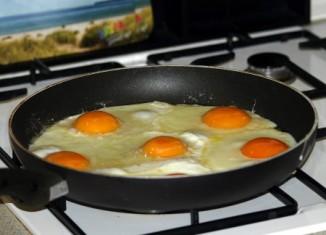 Een spiegelei is een lekker snel gerecht, welke zowel als ontbijt, lunch of avondeten geserveerd kan worden.