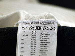 U vindt ze in ieder kledingstuk: labels met wassymbolen met betrekking tot was en droog instructie voor uw waardevolle kleding.